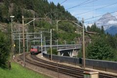 Re 4/4 s osobním vlakem