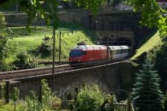 Re 460 s osobním vlakem